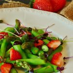 Hábitos y alimentos de primavera para una sonrisa sana